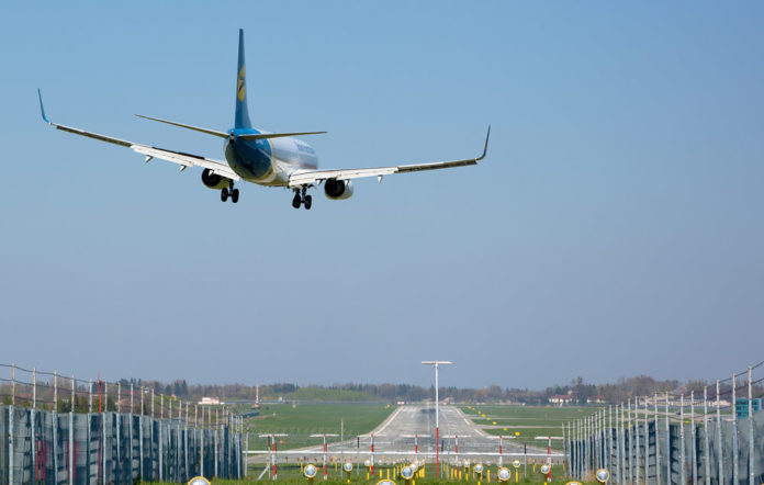 plane_landing_vs-696×442